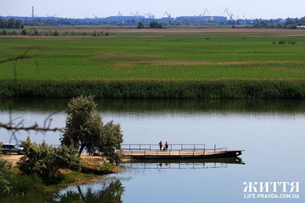 Херсонщина рай для рибалок-аматорів, дельта Дніпра з її плавнями багата на різноманітну рибу