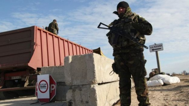 Адміністративний кордон між Кримом і материковою Україною / AFP